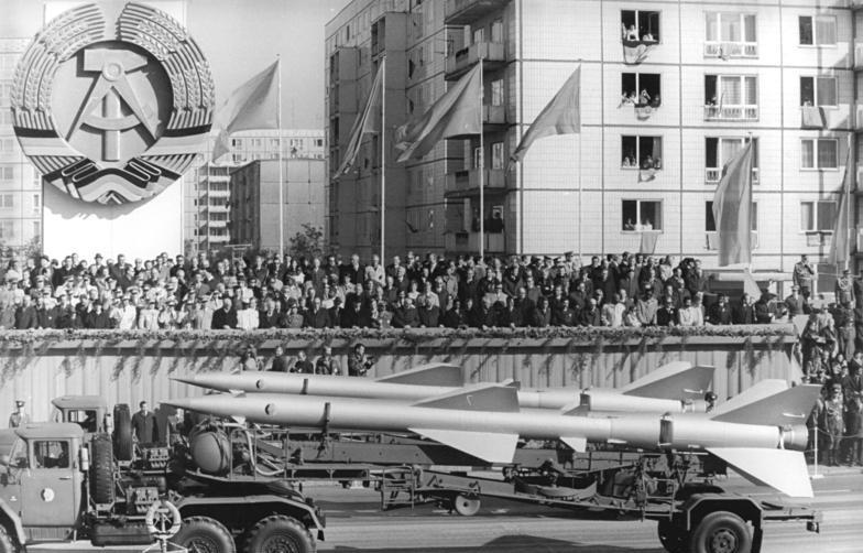 Photo: 30. Jahrestag der DDR-Gründung, Bundesarchiv, Bild 183-U1007-0009, Wolfgang Kluge, CC-BY-SA 3.0