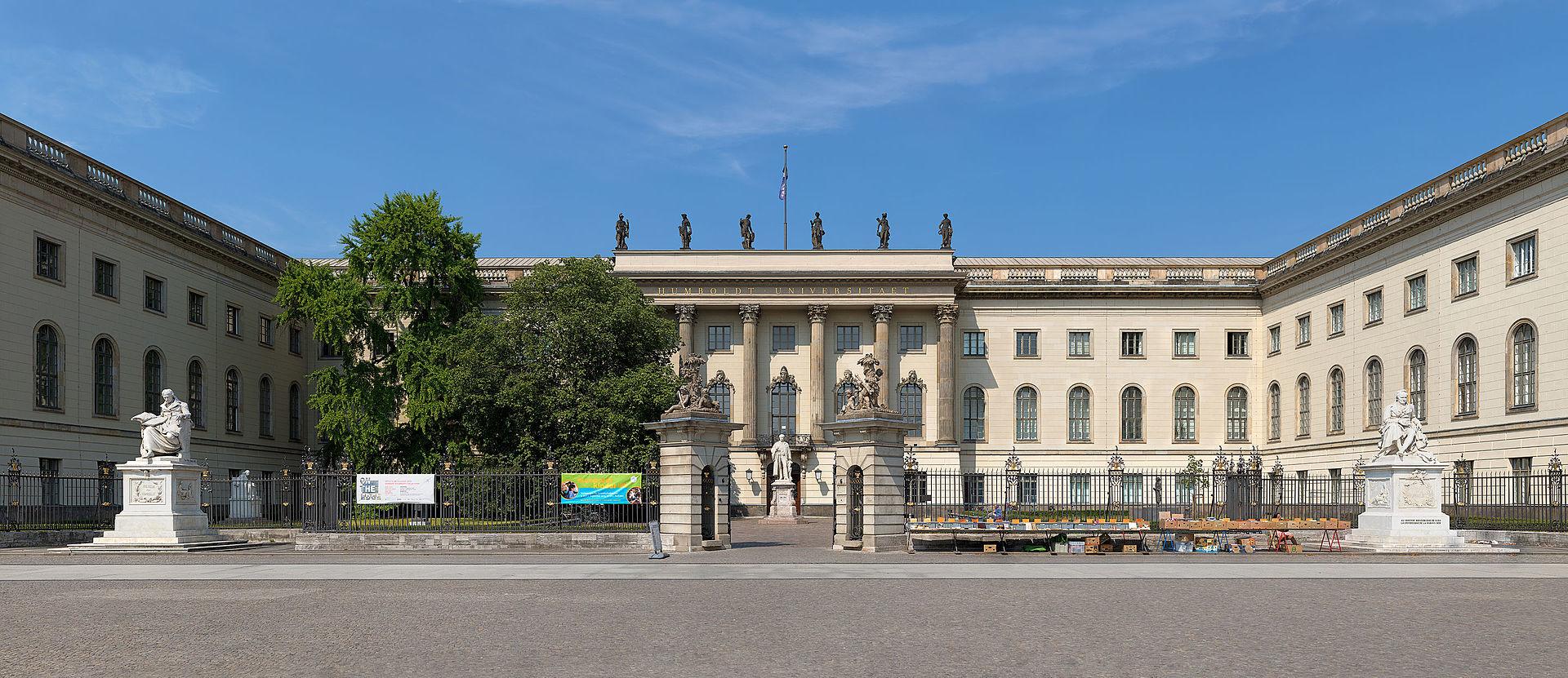 Photo: Außenansicht der Humboldt-Universität zu Berlin (c) Christian Wolf (www.c-w-design.de), CC BY-SA 3.0 DE