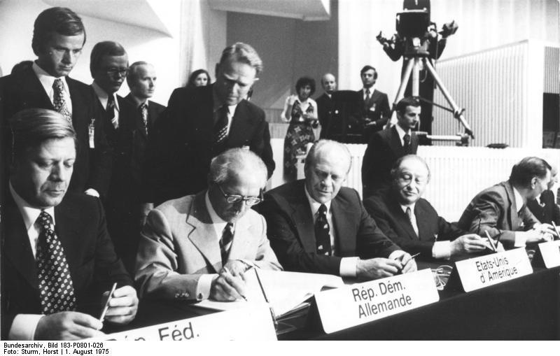 Photo: Unterzeichnung Schlussakte der KSZE, Helsinki, 1.8.1975, by Horst Sturm, Bundesarchiv Bild 183-P0801-026, CC-BY-SA 3.0