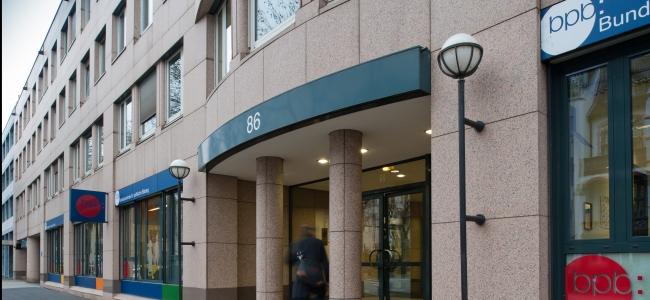 Photo: Außenansicht des Hauptsitzes in Bonn, Adenauerallee 86 (c) Bundeszentrale für politische Bildung (BPB) / Vey