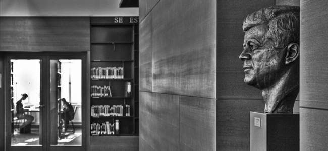 Photo: JFK Büste in der John F. Kennedy Institutsbibliothek (c) John F. Kennedy Institut für Nordamerikastudien (Freie Universität zu Berlin)