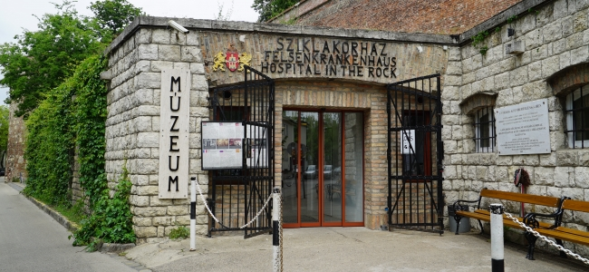 Photo: Aussenansicht (c) Hospital in the Rock - Felsenkrankenhaus Atombunkermuseum