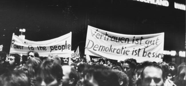 Photo: Montagsdemonstration, 23. Oktober 1989, Karl-Marx-Platz, Leizig, ca. 300 000 Teilnehmer (c) Martin Naumann
